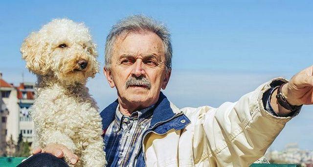 4 Las seГ±ales de que una persona mayor necesita un perro