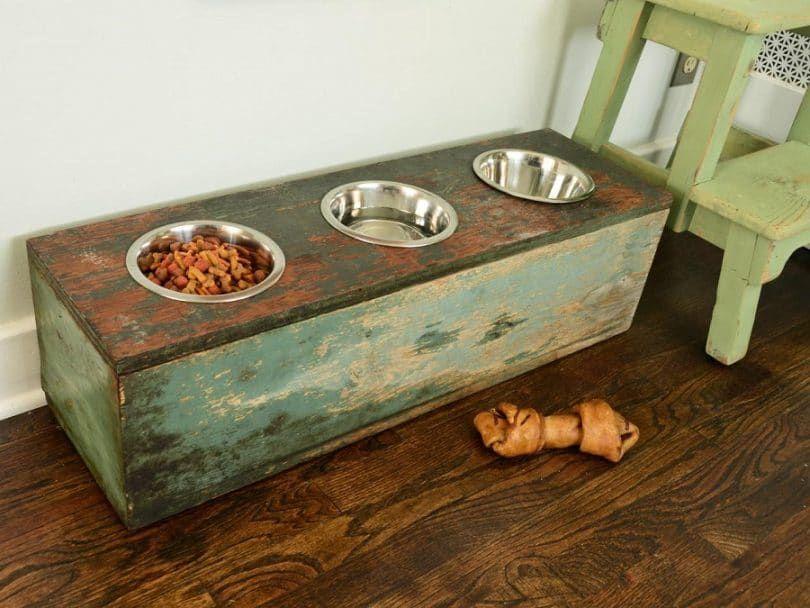 Madera alimentador de caja de perro