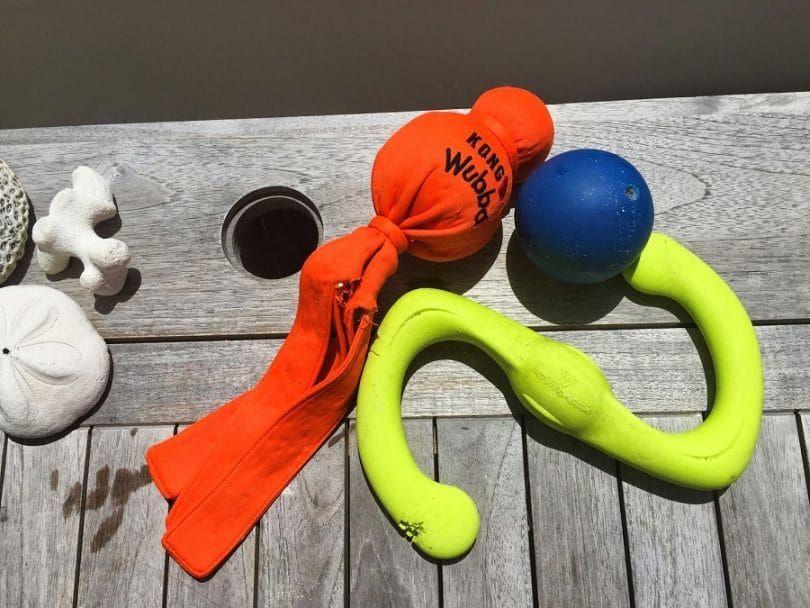 Los juguetes del perro para emeregency