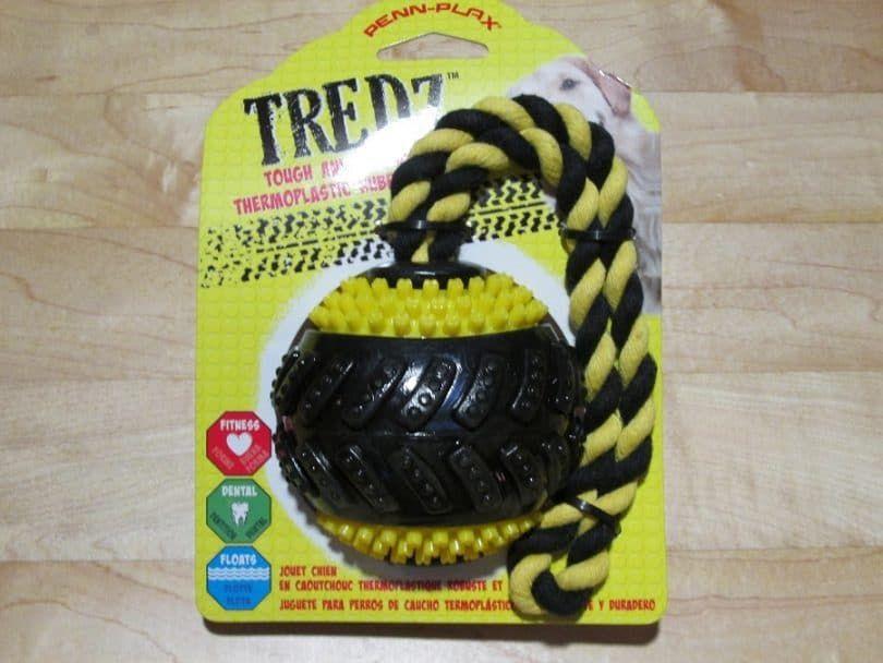Bola de perro, con la cuerda de goma
