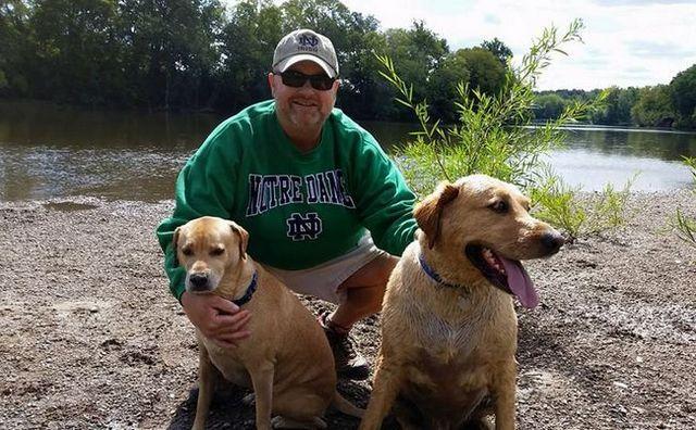 Amante de los perros heroica matado ahorro de un perro que ni siquiera sabГa