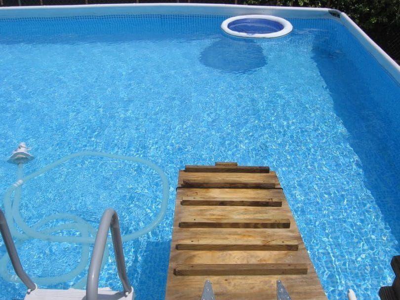 rampa para perros caseros para la piscina