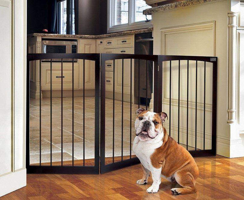 De pie de madera puerta para mascotas
