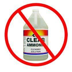 Una botella de limpiador a base de amoníaco en un no utilice círculo rojo
