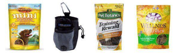 3 paquetes de golosinas para perros y una bolsa de regalo sobre fondo blanco