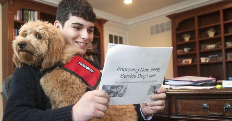 La lectura de las leyes de Perros de Servicio